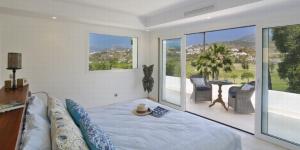 Frontline Golf Villa, Los Naranjos Marbella Direct